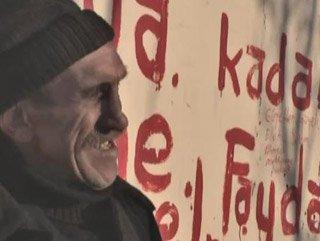Memiş Dayı 50 yıldır sevdiği kadını bekliyor - Video