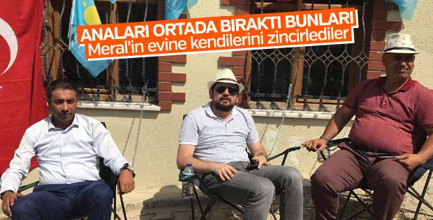 İyi Partililer kendilerini Akşener'in evine zincirlediler