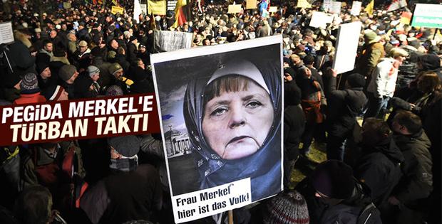 PEGİDA Angela Merkel'e başörtüsü taktı