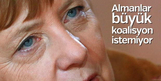 Almanlar Merkel'in koalisyonunu istemiyor