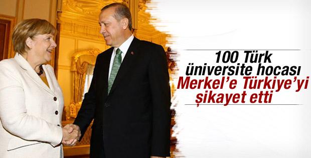 100 Türk akademisyen Türkiye'yi Merkel'e şikayet etti