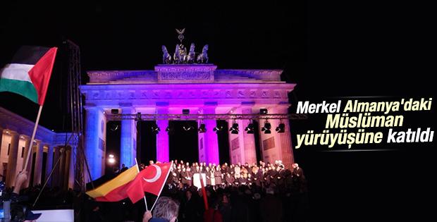 Merkel Berlin'de Müslümanlarla yürüdü
