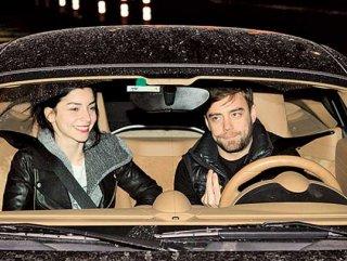Merve Boloğur ve Murat Dalkılıç aynı evde yaşayacak
