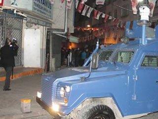 MHP'nin seçim bürosuna saldırı - izle
