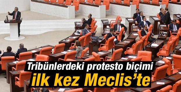 Milletvekilleri Kamer Genç'e sırtını döndü