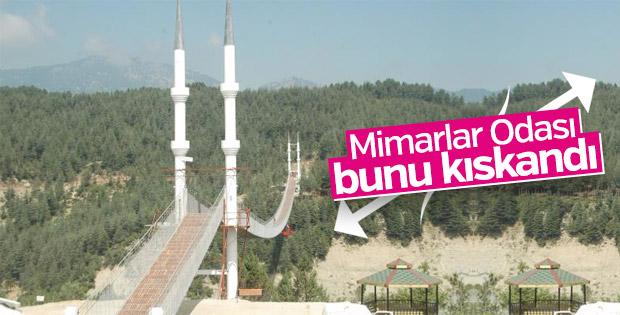 Keresteci başkan ve belediye işçileri köprü yaptı