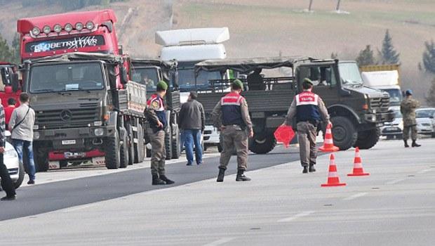 Adana'da durdurulan TIR'larla ilgili 2 asker gözaltında