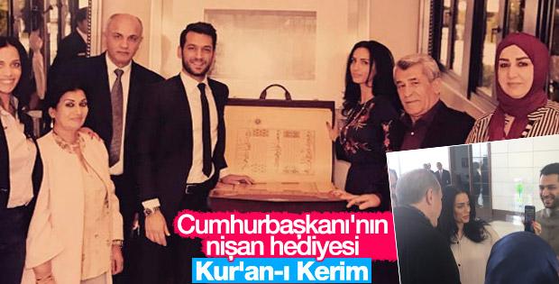 Erdoğan'dan Murat Yıldırım ve nişanlısına Kur'an hediyesi