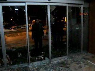 Muş'ta BDP'liler AK Parti seçim bürosunu taşladı