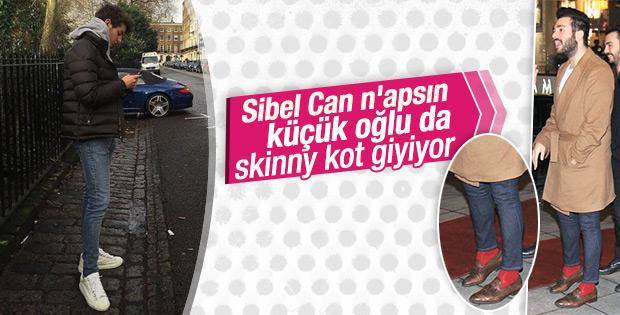 Sibel Can'ın küçük oğlu Emir de dar paça modasına uydu