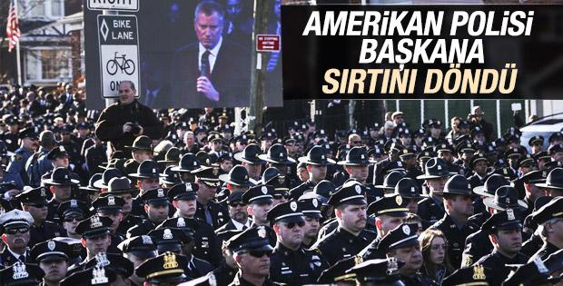 Amerikan polisi New York'ta kazan kaldırdı