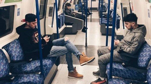 Mesut Özil metroda