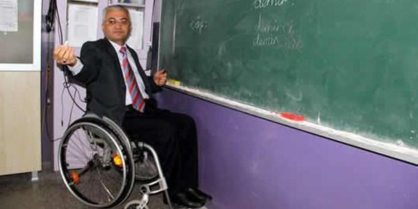 MEB 200 engelli öğretmeni kadroya alacak