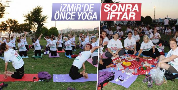 İzmir'de yogadan sonra iftar yaptılar