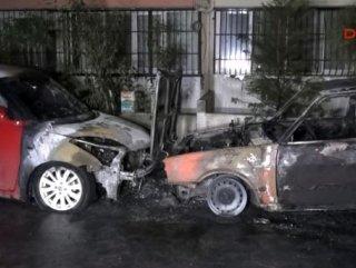 İzmir'de bir baba ve oğlunun otomobilleri kundaklandı