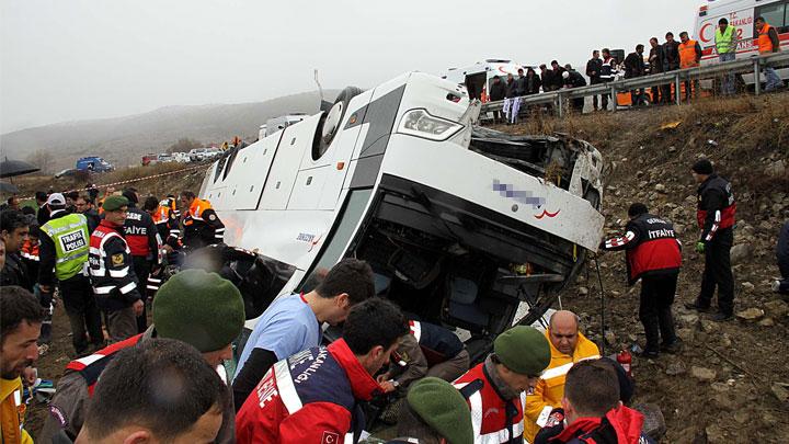 Karabük'te yolcu otobüsü devrildi