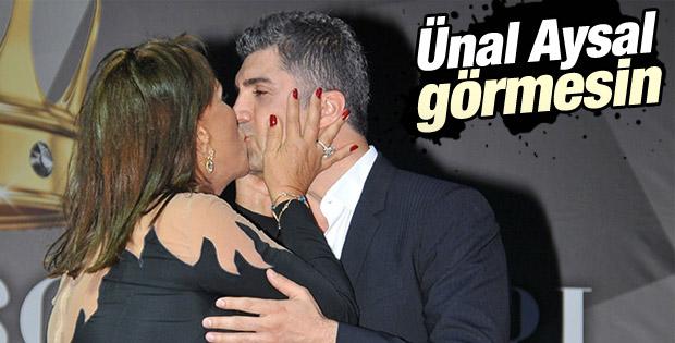 Ahu Aysal Özcan Deniz'i dudağından öptü