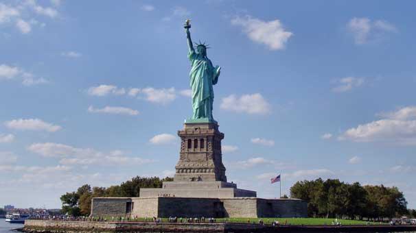 Sunay Akın: Özgürlük Anıtı için 150 yıllık faiz almalıyız