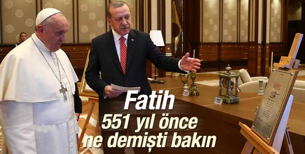 Erdoğan Papa'ya Fatih'in ahidnamesini gösterdi