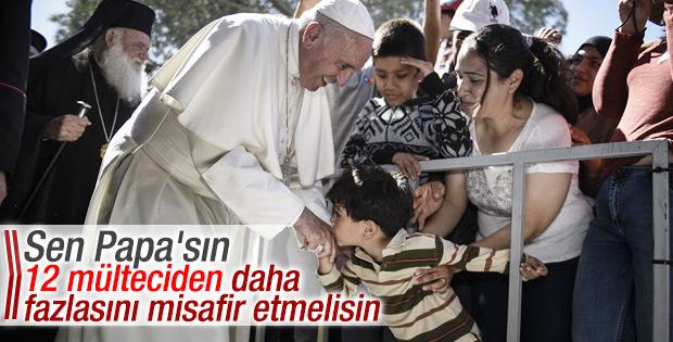 Papa Midilli'den 12 sığınmacıyı Vatikan'a götürdü