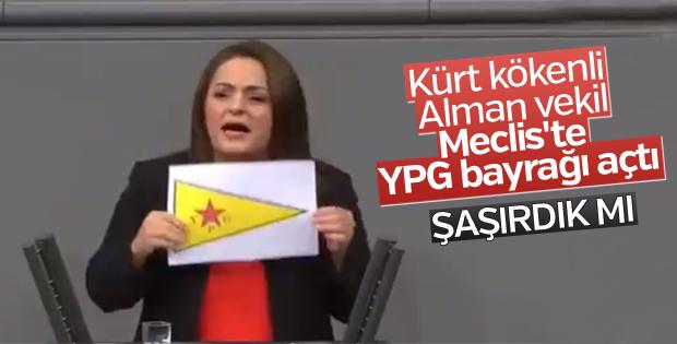 Almanya Meclisi'nde YPG'nin sembolü açıldı