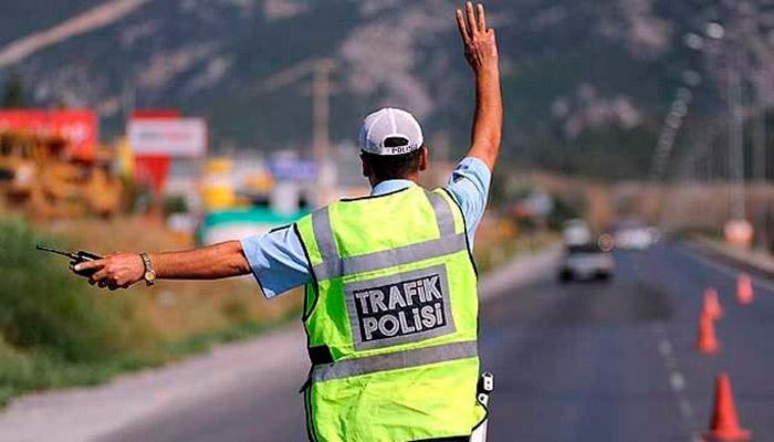 Polis araçlarına emniyet şeridi yasağı getirildi