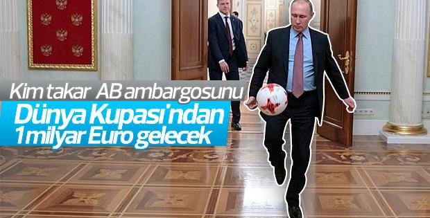 Putin Kremlin'de futbol oynadı