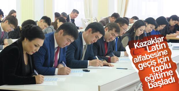 Kazakistan'da ilk kez Latin alfabesinde yazım yapıldı