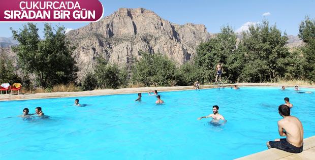 Irak sınırındaki Çukurca'da havuz keyfi