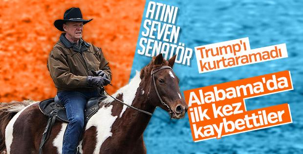 Alabama'da oy kullanmaya atı ile giden aday