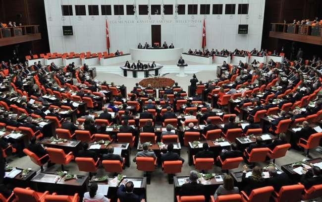 Adalet Komisyonu'nda 8 madde kabul edildi
