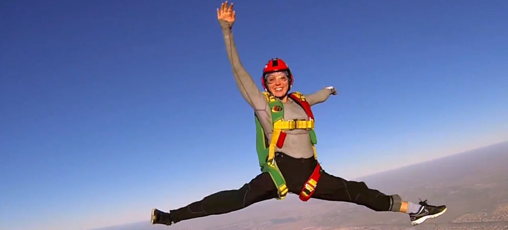 Paraşütçü İtalyan kadından cesur atlayış - izle