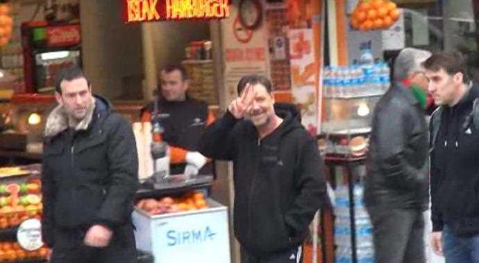 Russell Crowe Cem Yılmaz'la hamama gitti İZLE