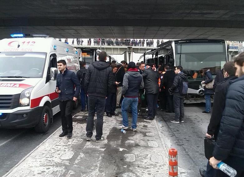 Avcılar-Zincirlikuyu seferini yapan metrobüs kaza yaptı