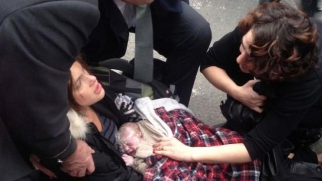 ABD'li kadın hastaneye yetişemeyince kaldırımda doğurdu
