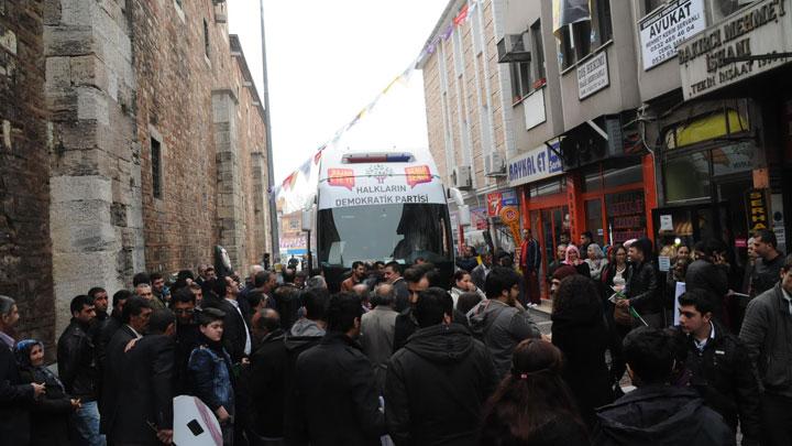 Sebahat Tuncel'in otobüsüne saldırı
