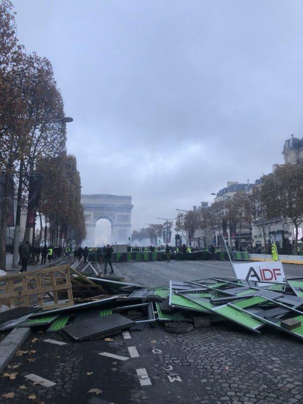 Paris sokaklarında akaryakıt protestosu