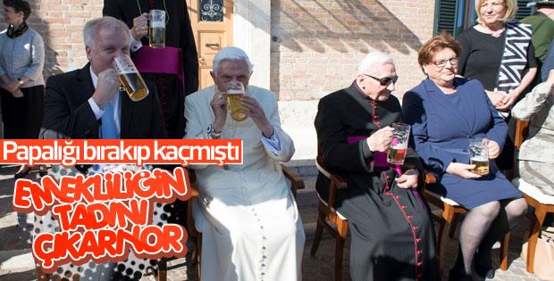 Eski Papa'nın bira keyfi