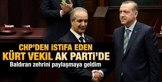 Erdoğan CHP'li Fırat'a rozet taktı