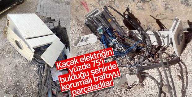 Şanlıurfa'da 55 elektrik panosunu parçaladılar