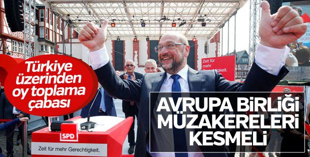 Alman başbakan adayı Schulz yine Türkiye'ye yüklendi