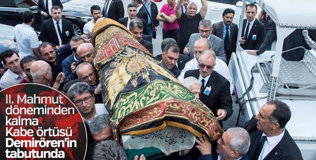 Erdoğan Demirören'in tabutuna Kabe kapısı örtüsü serildi