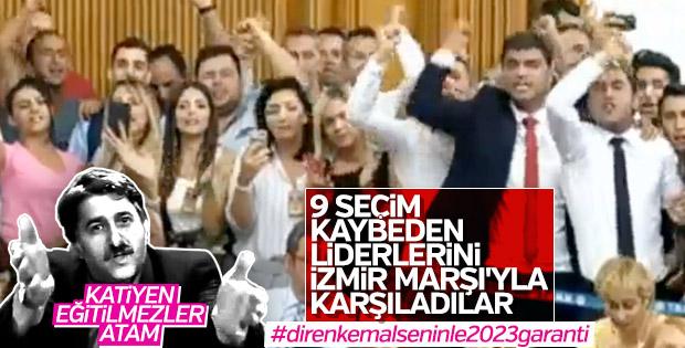 Kemal Kılıçdaroğlu İzmir Marşı ile karşılandı