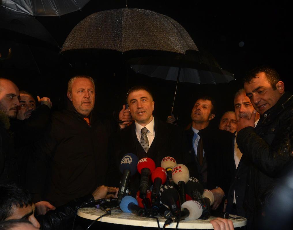 Sedat Peker'e cezaevi çıkışında coşkulu karşılama İZLE