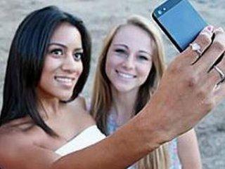 Selfie poz saç bitinin yayılmasına neden oluyor