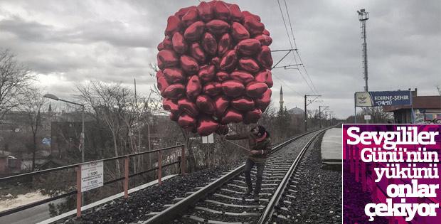 Sevgililer Günü'nün vazgeçilmezi balon satıcıları