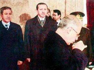CHP'de oruç tutmayan Sezer'den İslamcı İhsanoğlu'na evrim