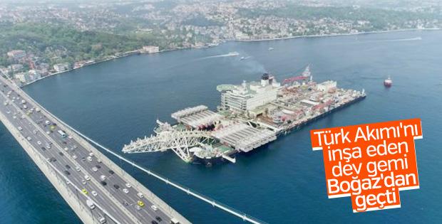 Dev gemi İstanbul Boğazı'nda