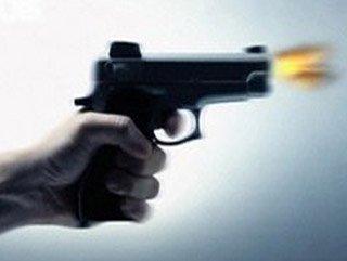 AK Parti seçim bürosu önünde silahlı kavga