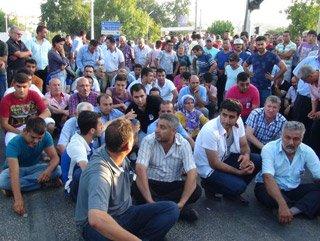 Mersin'de otobüsçüler yol kapattı